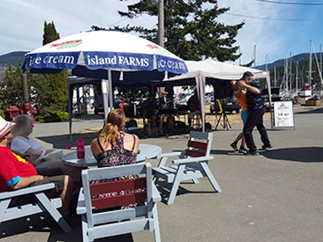 Live music at Maple Bay Marina, Duncan