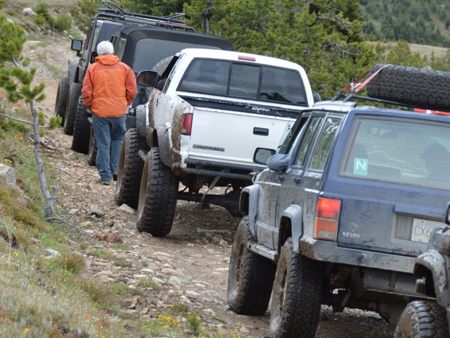 1 Trail Spacing stop so the driver in front can open his tail gate photo by Bryan Irons.JPG