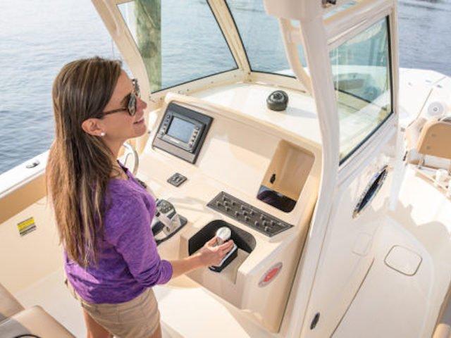 Evinrude debuts joystick piloting system