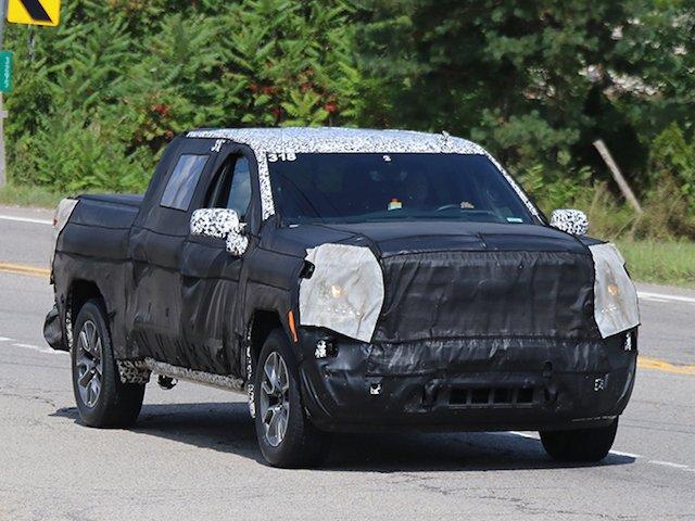 Spy Shots – 2019 GMC Sierra Diesel