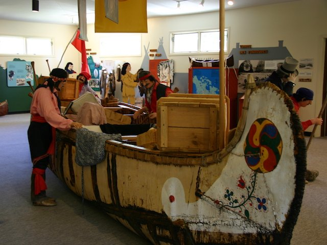 Big Canoe in Museum  JStoness 2011.JPG