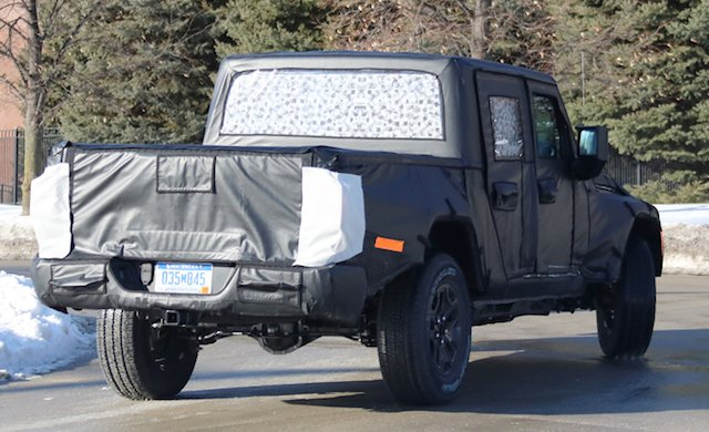 Spy Shots — 2019 Jeep Scrambler Pickup