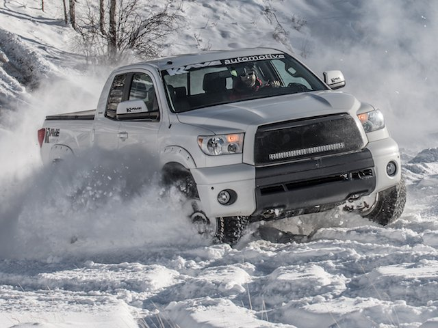 Tundra turning in the snow - Philip Cote ( owner Kyle George)  (1 of 1).jpg