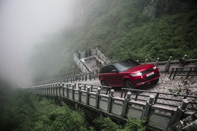 Range Rover on Heavens Gate photo Land Rover
