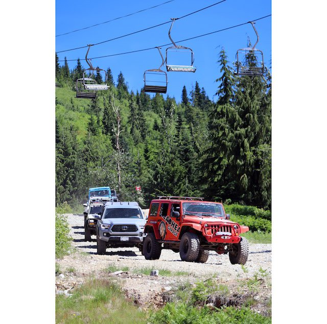 Rigs on trail - Mercedes Lilienthal.jpg