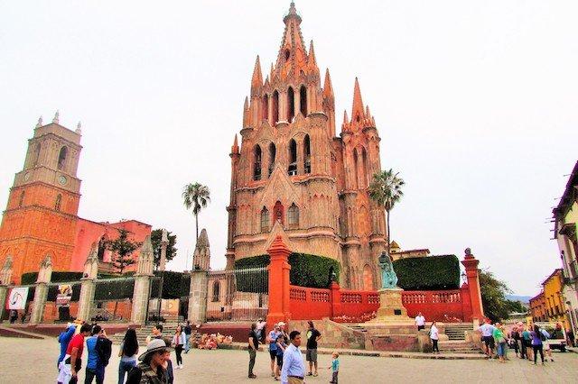 La Parroquia de San Miguel Arcángel.JPG