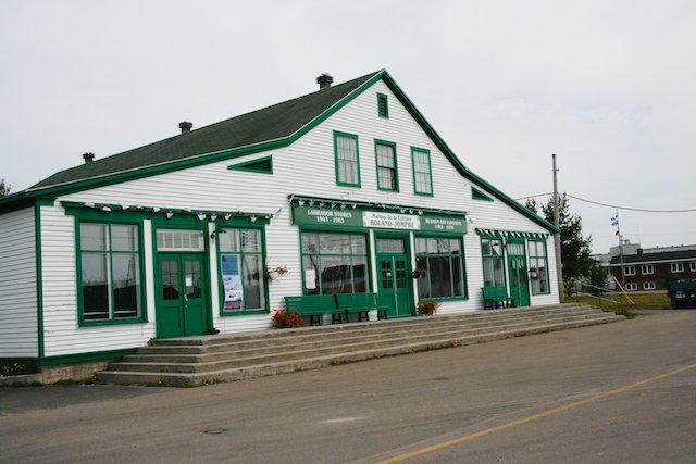 Labrador Store  JStoness 6391.jpg