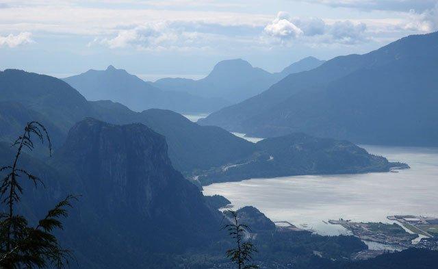 the-stawamus-chief-panorama[1]DiscoveryBC.jpg