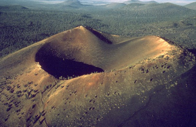 Sunset_Crater_National_Monument_SUCR3253.jpg