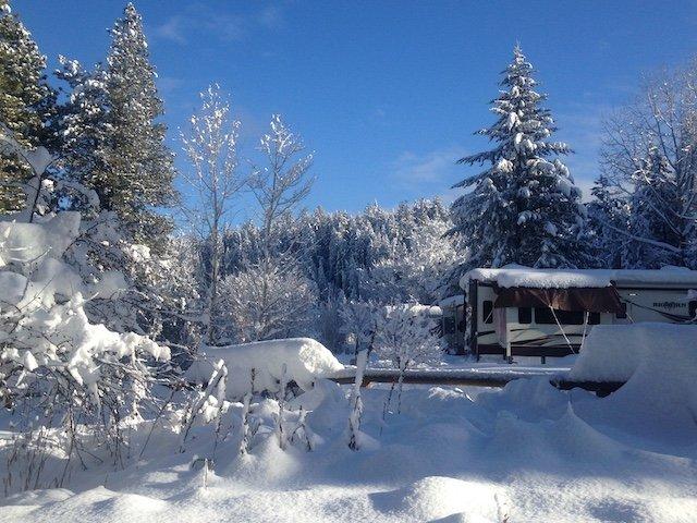 rv_in_winter_blue_lake_heidi_boraskiphoto .JPG