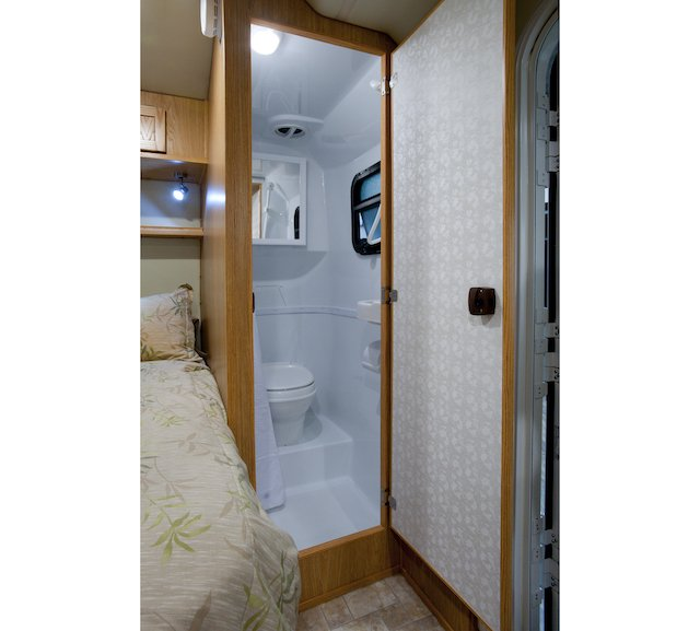 Escape bath Photo Escape Trailer Industries.jpg