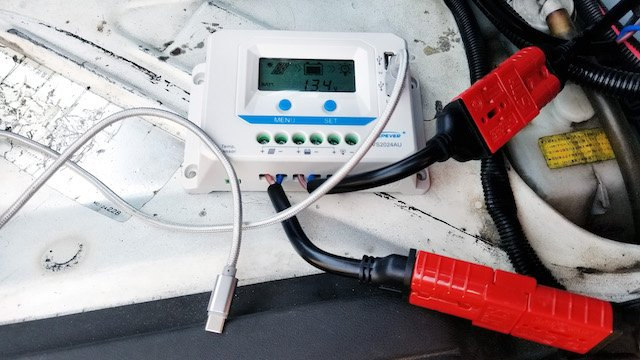 Solar charge controller in use - Mercedes Lilienthal.jpg
