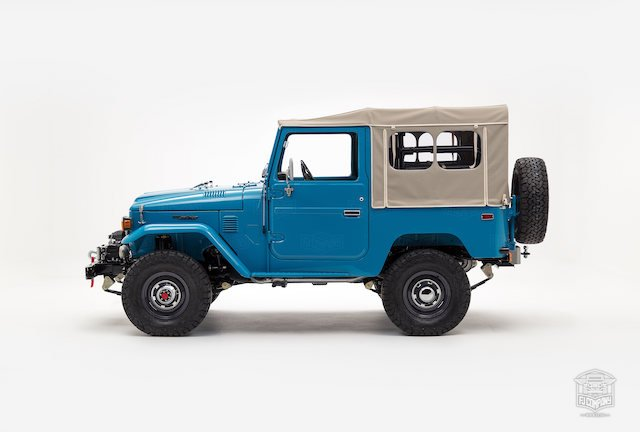 image_59cd46510f50c_The-FJ-Company-1982-FJ40-Land-Cruiser---Sky-Blue-356501---Studio_006.jpg
