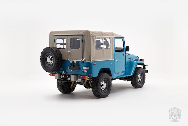 image_59cd45c6f1d32_The-FJ-Company-1982-FJ40-Land-Cruiser---Sky-Blue-356501---Studio_003.jpg