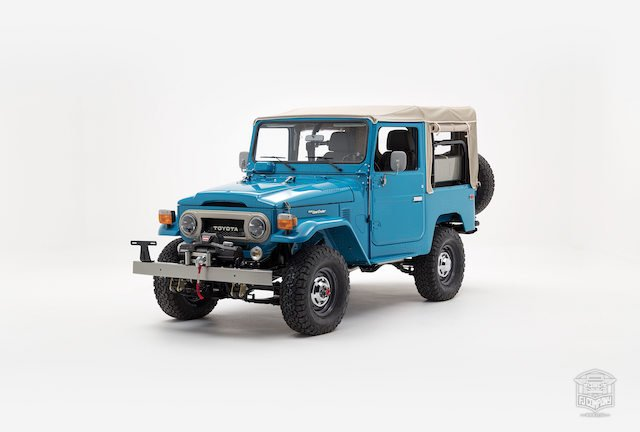 image_59cd467c5fdcc_The-FJ-Company-1982-FJ40-Land-Cruiser---Sky-Blue-356501---Studio_007.jpg