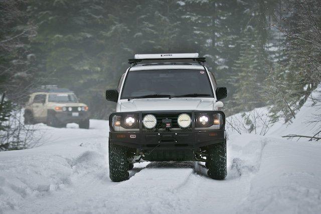Mitsubishi Pajero on snow run.jpg