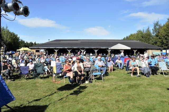 New_Richmond_crowd_facing_IreneDoyle.jpg