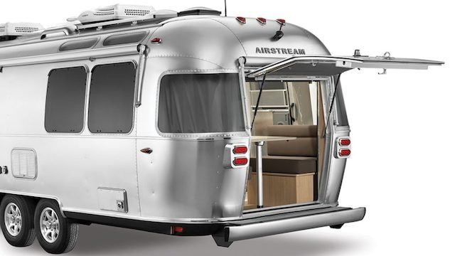 Airstream-Flying-Cloud-27FB-Rear-Hatch-3QTR-1024x576.jpg