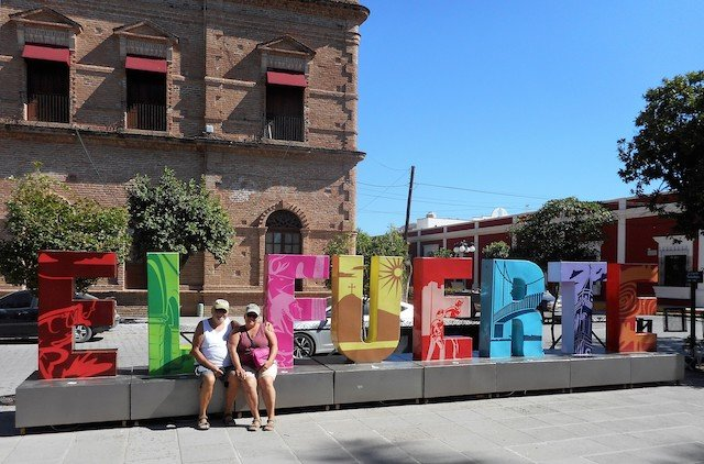 Dan & Lisa in El Fuerte.JPG