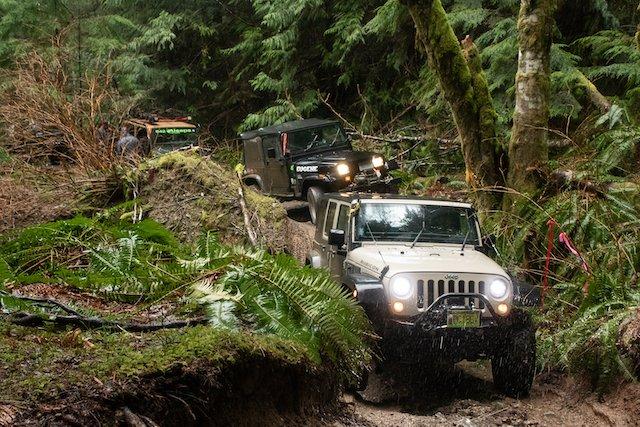 Lead 2a Jurassic Jeep-2.jpg