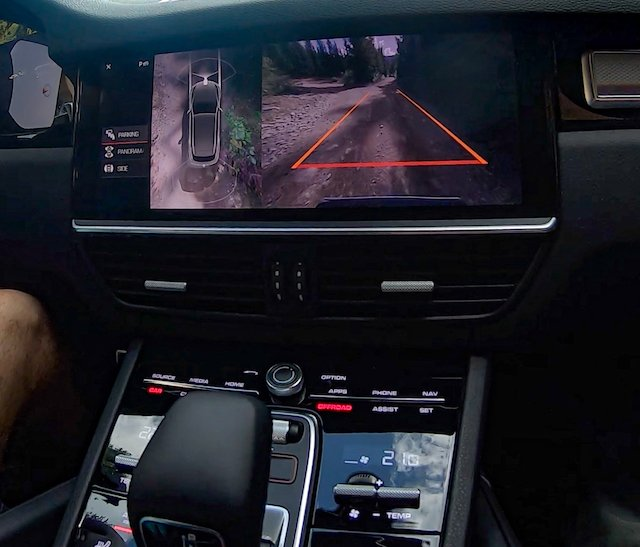Trail cam and overhead view automatically deploy when you're near objects around the SUV Porsche Cayenne S