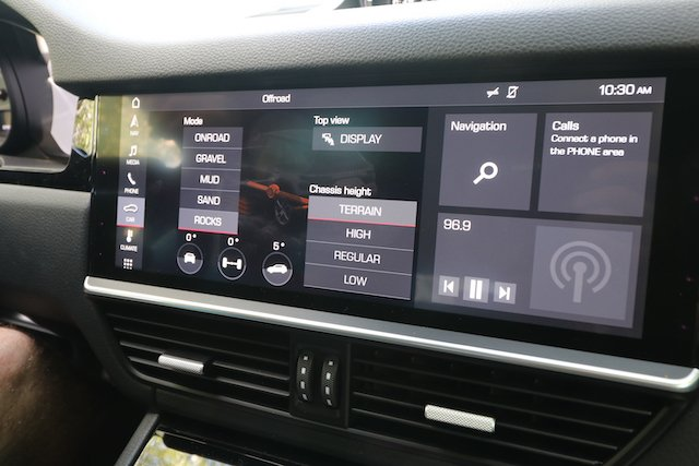 Choose your terrain and air suspension lift electronically Porsche Cayenne S