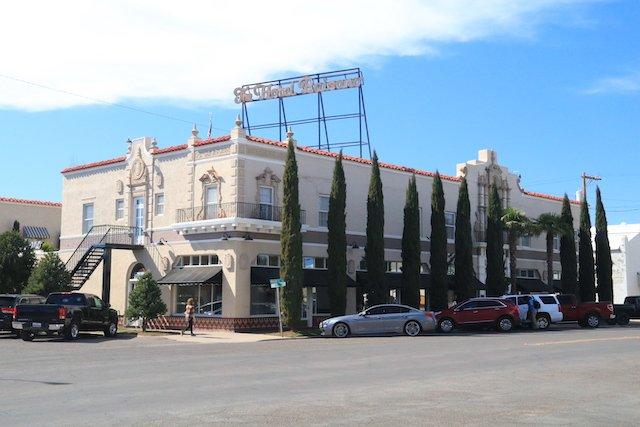 M Hotel Paisano streetside JStoness 9161.JPG