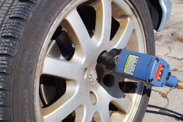 tire-service-2291880_640.jpg