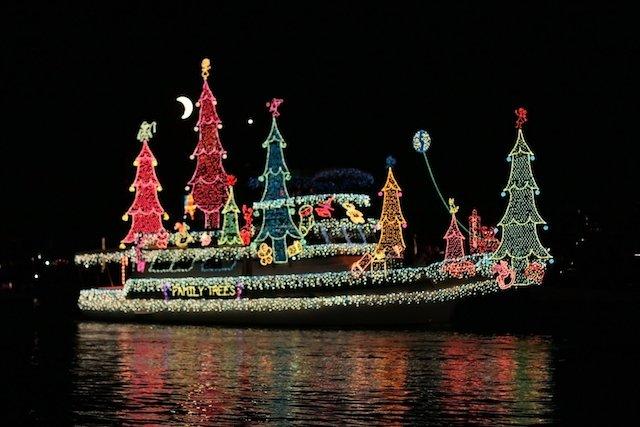 Newport_Beach_boat_parade_fortherock.jpg