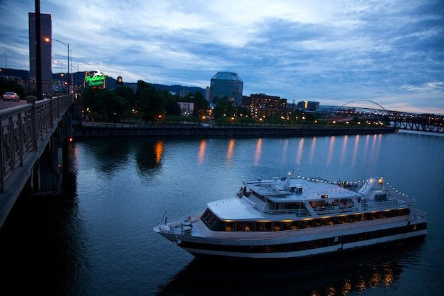 Portland-spirit-on-willamette-river-TP.jpg