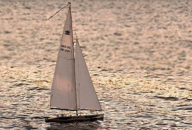 sailing-boat-3399014__480.jpg