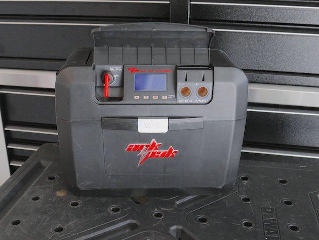 5 ArkPak Smart Charge Display and 12V Ports photo Perry Mack.JPG