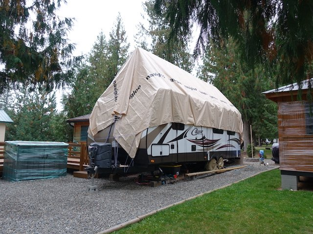 4 Navigloo Cover on a travel trailer photo Perry Mack.JPG
