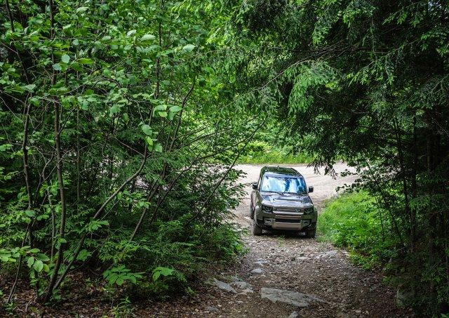 11 Land Rover Defender Photo Mathieu Godin.jpg
