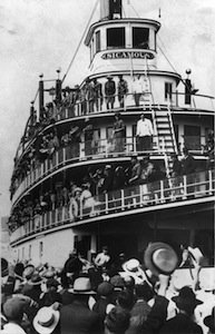 Soldiers Leaving for WWI (Penticton Archives).jpg
