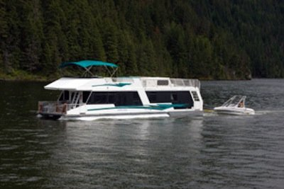 content-bc-shuswap-lake-houseboat.jpg