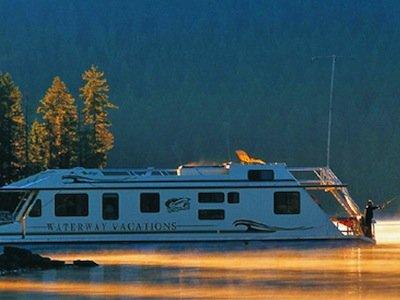 Fall + Houseboating = Fun!